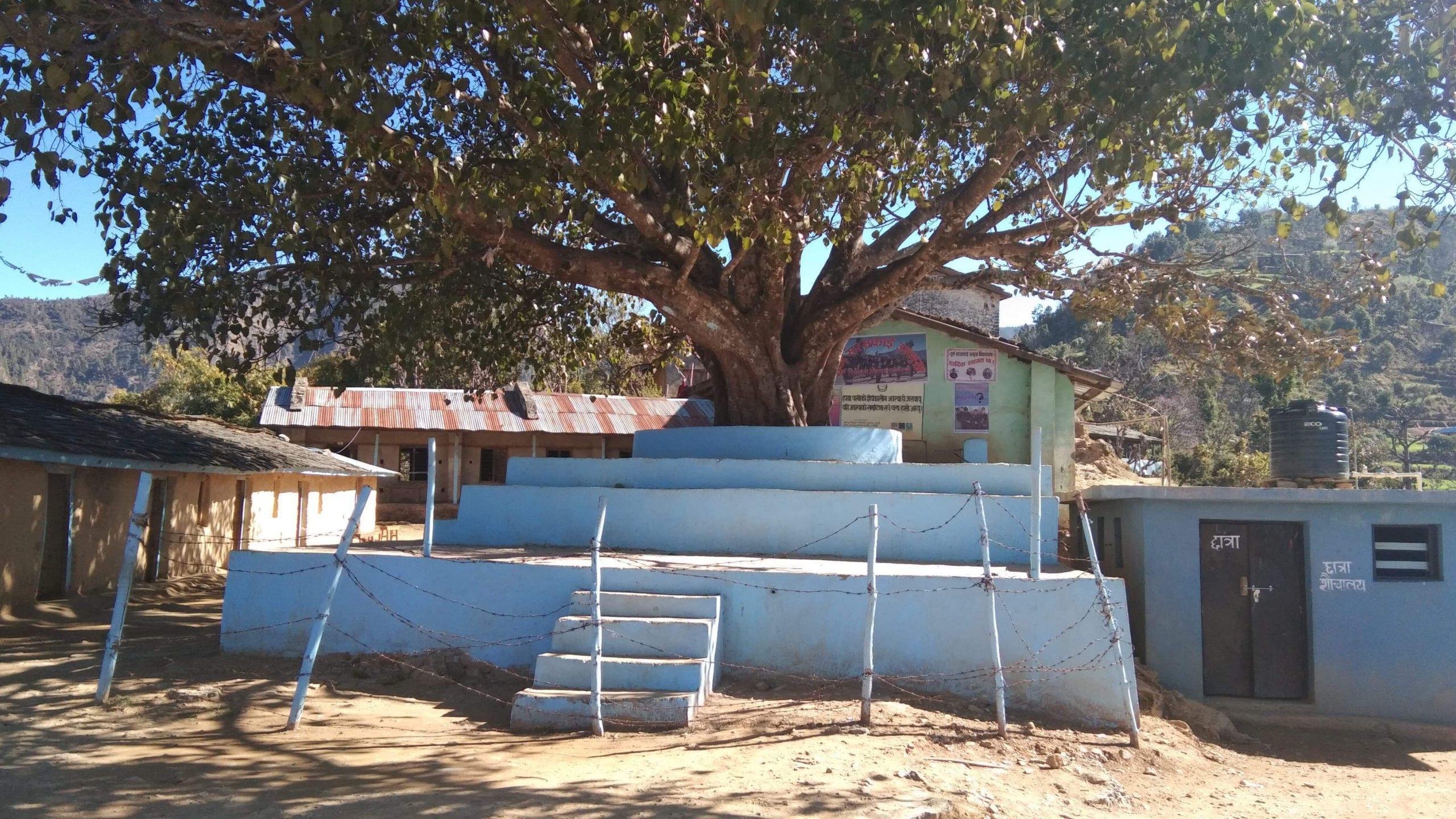 रुकुममा भारत बाट फर्केका ७० जना खुसि हुदै क्वारेन्टाइनमा बसे