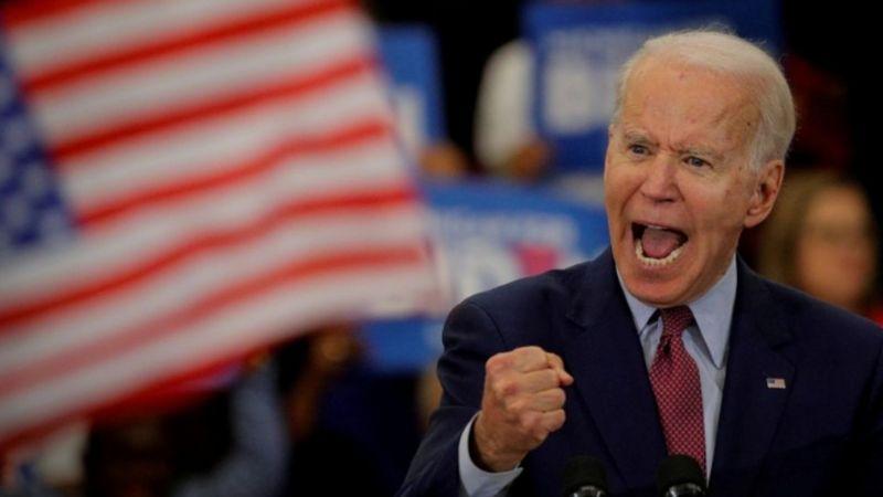 अमेरिकी राष्ट्रपति पदका यी उम्मेदवार महिलाहरूको कपाल सुँघ्ने अचम्मको बानी