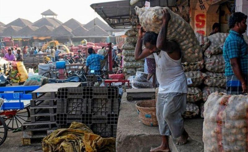 जाडोमा पानीको फोहरा र अश्रुग्यास सहँदै भारतका हजारौँ कृषक सडकमा