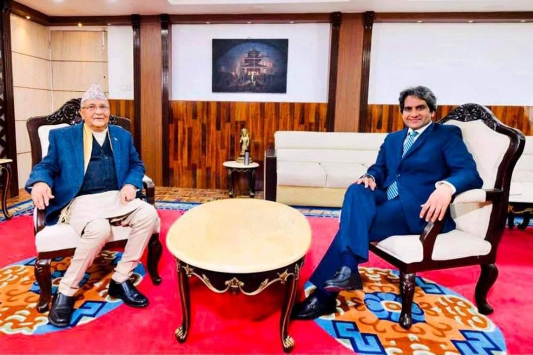 केपी ओलीले भारतीय टिभीलाई भने, तिम्रा प्रधानमन्त्री माेदी र मेरो पदिय हैसियत बराबर हाे