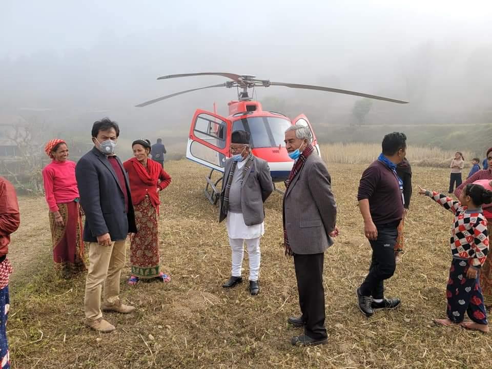 शेर बहादुर देउवा चढेको हेलिकप्टर गाेरखामा आकस्मिक अवतरण