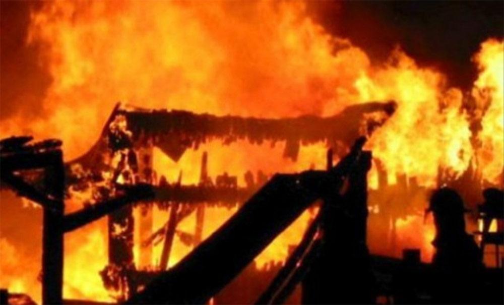 बाबुले घरमा आगो लगाउँदा दुई छोराको मृत्यु