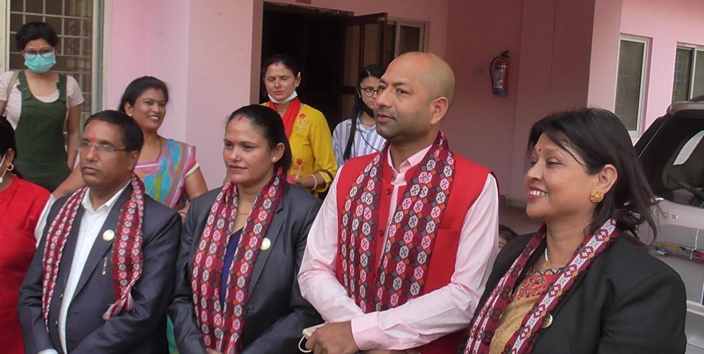 लुम्बिनी प्रदेशका चार सांसदलाई पदमुक्त गर्ने निर्णय कार्यान्वयन नगर्न सर्वोच्चको आदेश