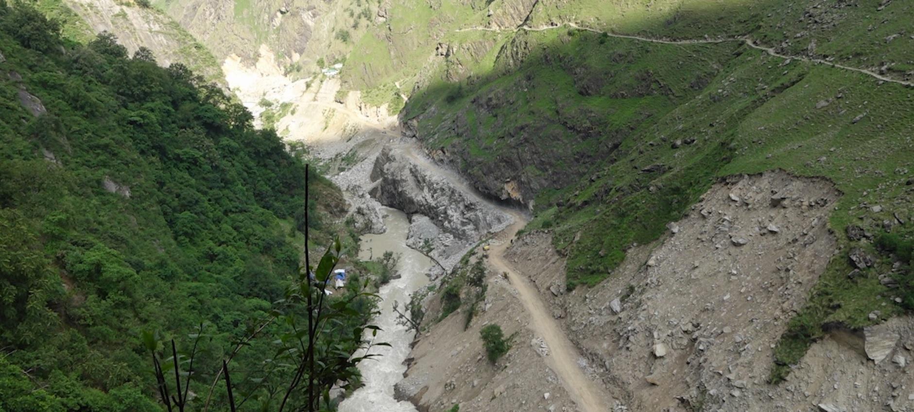 भारतले सडक बनाउँदा नेपालको बाटोमा क्षति
